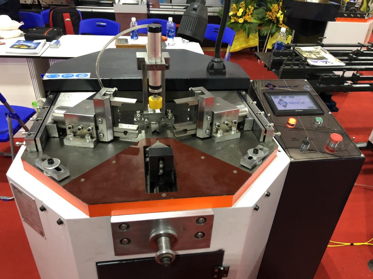 Máy ép góc CNC